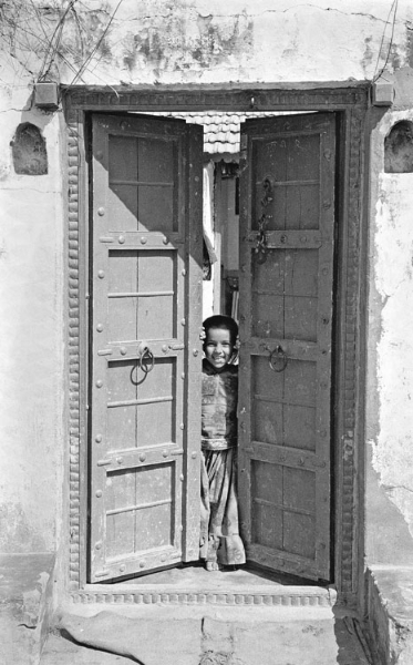 daneti-girl-in-doorway