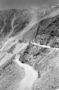 Drass - single track - clearing the road