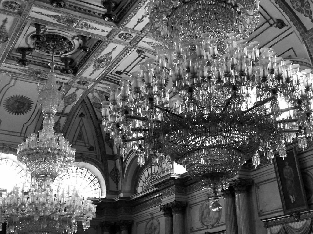 The worlds largest chandeliers pipal press michael thomas the worlds largest chandeliers arubaitofo Image collections