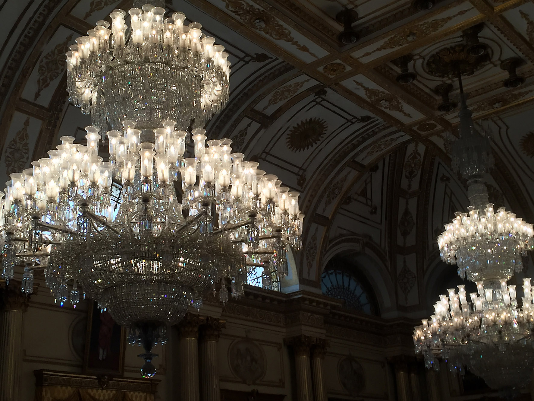 The worlds largest chandeliers pipal press michael thomas arubaitofo Image collections